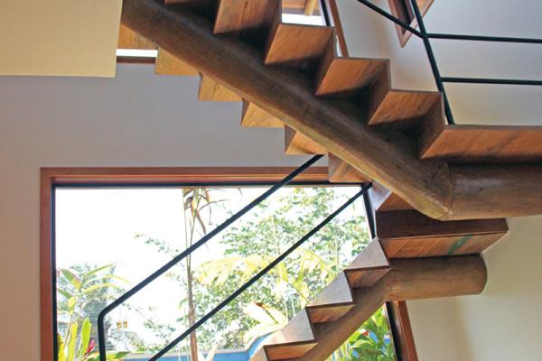 Casa-Vertical-escada-RAC-Arquitetura
