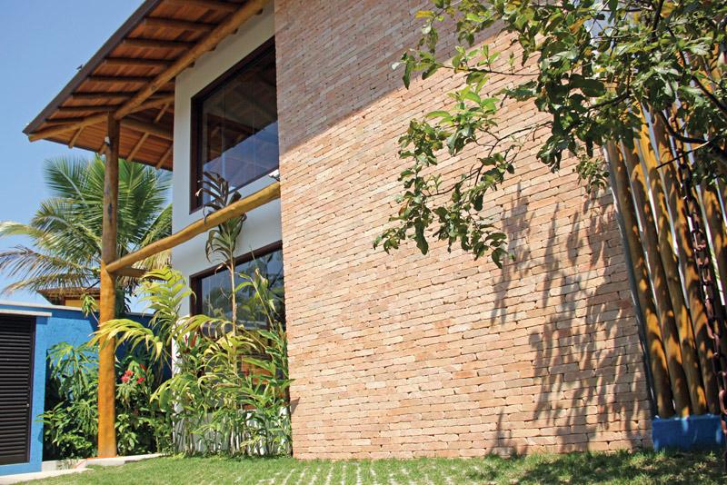 Casa-Vertical-frente-RAC-Arquitetura