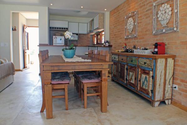 Casa-na-Aldeia-da-Serra-sala-cozinha-RAC-Arquitetura