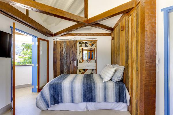 reforma-abre-casa-na-praia-do-camburizinho-para-o-mar-e-integra-ambientes-13