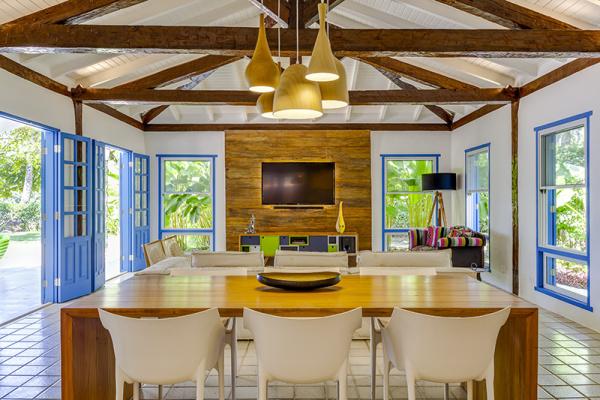 reforma-abre-casa-na-praia-do-camburizinho-para-o-mar-e-integra-ambientes-3