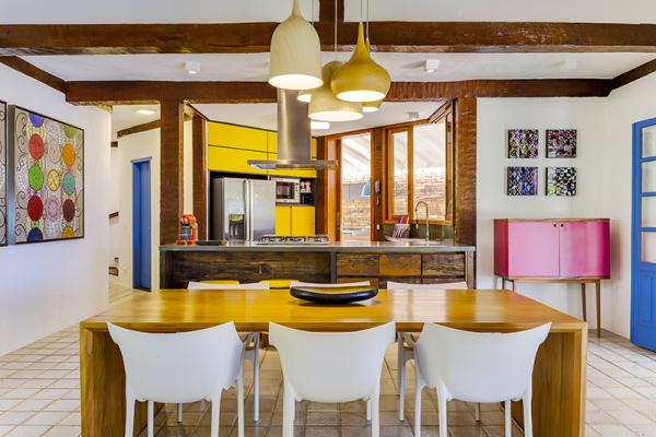 reforma-abre-casa-na-praia-do-camburizinho-para-o-mar-e-integra-ambientes-4