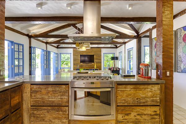 reforma-abre-casa-na-praia-do-camburizinho-para-o-mar-e-integra-ambientes-7