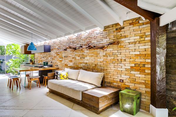 reforma-abre-casa-na-praia-do-camburizinho-para-o-mar-e-integra-ambientes-8
