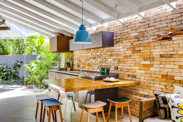 reforma-abre-casa-na-praia-do-camburizinho-para-o-mar-e-integra-ambientes-9